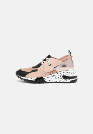 CHUNK - Sneakersy niskie - pink/multi