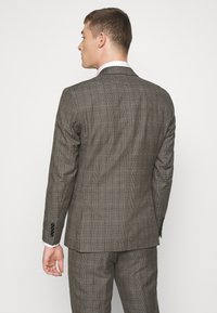 Selected Homme - SLHSLIM CHECK SUIT SET - Completo - sand - 3