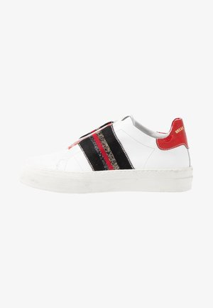 FRASER - Trainers - white/red