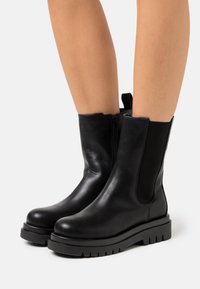 Missguided - PULL ON TAB BOOTS - Platform boots - black - 0
