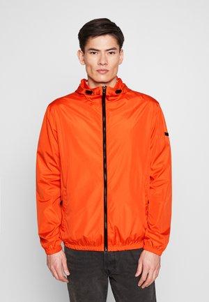 Větrovka - bright orange