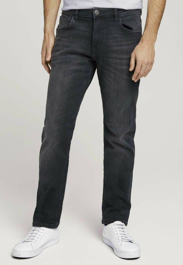 TAVIS REGULAR  - Straight leg jeans - overdyed  black denim