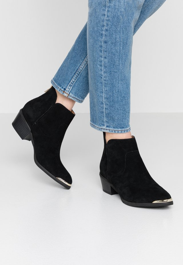 LEATHER ANKLE BOOTS - Korte laarzen - black