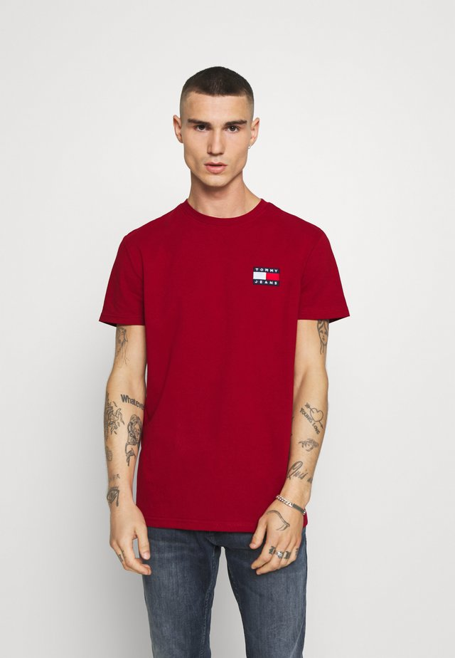 BADGE TEE - Jednoduché triko - wine red