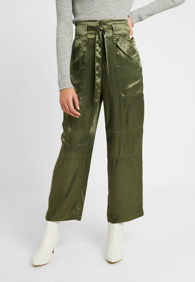 GLOSSY CARGO - Cargo trousers - green
