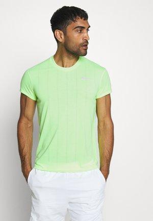 Print T-shirt - ghost green/white
