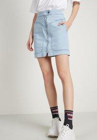 Tezenis - HOHEM BUND UND REISSVERSCHLUSS - Denim skirt - light jeans - 0