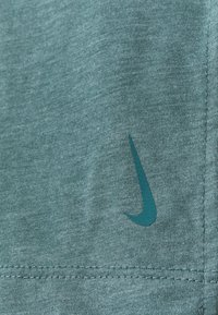 Nike Performance - DRY LAYER  - T-shirt sportiva - hasta/heather/light pumice/dark teal green - 6
