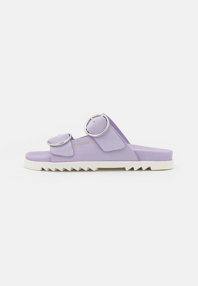CPH709 - Slip-ins - purple