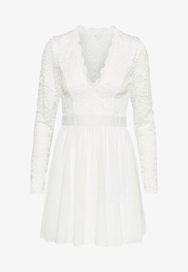 SCALLOPED PROM DRESS - Robe de soirée - white