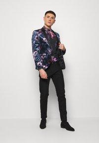 Twisted Tailor - CAVANAGH SHIRT - Camisa - black - 1