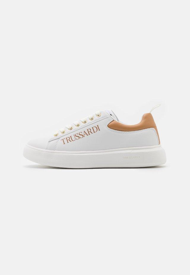 YRIAS LOGO PRINT - Sneakersy niskie - white