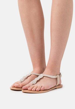 JAGGER BEADED SWIRL TOE POST - Sandály s odděleným palcem - nude