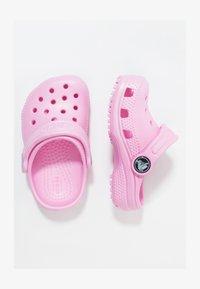 Crocs - CLASSIC - Sandały kąpielowe - carnation - 1