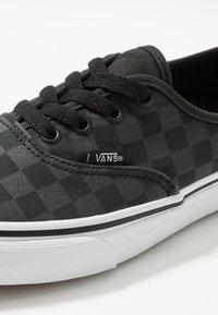 Vans - AUTHENTIC - Trainers - black - 5