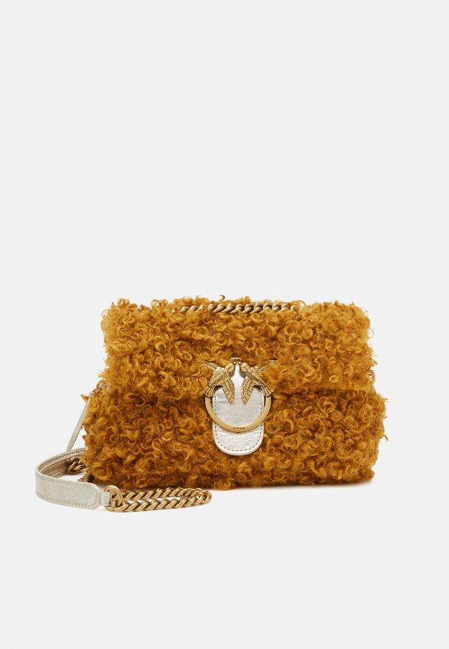 LOVE MINI PUFF CLECOMONGOLIA - Handtasche - yellow
