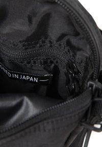 Eastpak - THE ONE - Across body bag - streamed black - 6