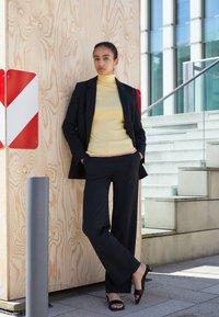 Victoria Victoria Beckham - RELAXED JACKET - Blazer - black - 2