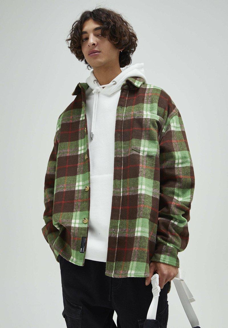 PULL&BEAR - Skjorta - mottled green
