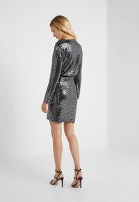 STUDIO ID - GRETA SKIRT - Blyantnederdel / pencil skirts - silver sequin - 2
