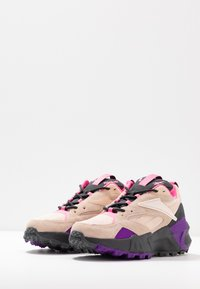 Reebok Classic - AZTREK DOUBLE MIX RUGGED TRAIL - Sneakersy niskie - buff/grey - 4