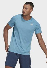 adidas Performance - SUPERNOVA PRIMEGREEN RUNNING SHORT SLEEVE TEE - T-shirt - bas - blue - 0