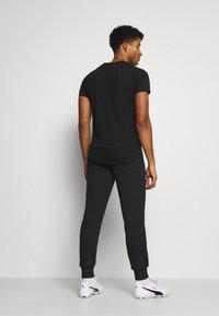 Puma - NEYMAR JR TRACK PANT - Pantalon de survêtement - black - 2