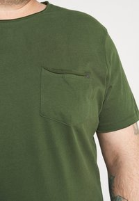 Blend - SLIM  - T-shirt basic - forest green - 5