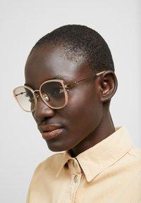Gucci - Solglasögon - havana/gold/pink - 1