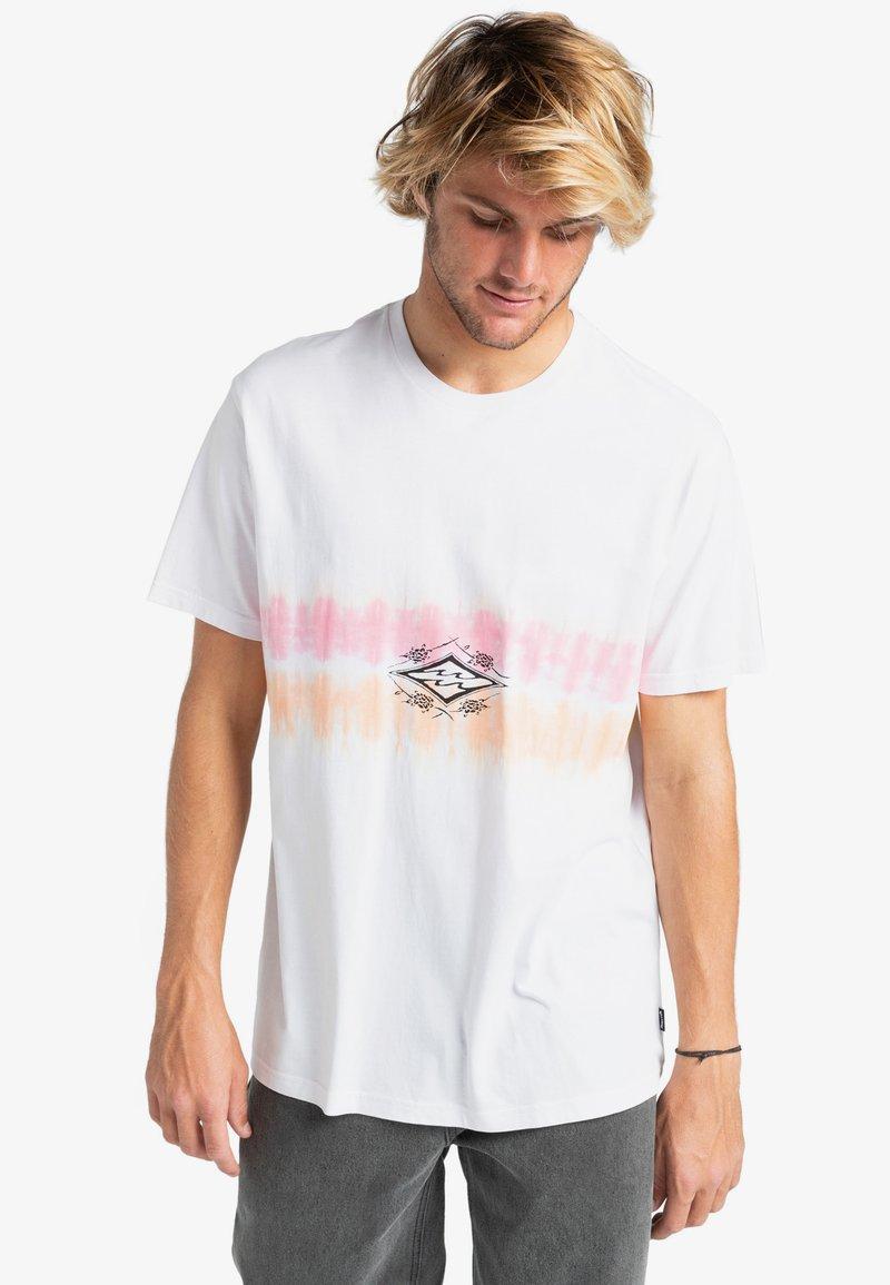 Billabong - DIAMOND  - Print T-shirt - white