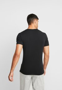 Calvin Klein Underwear - V NECK T SLIM FIT 2PACK - Aluspaita - black - 3
