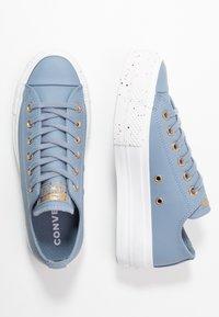 Converse - CHUCK TAYLOR ALL STAR LIFT SPECKLED - Matalavartiset tennarit - blue slate/rose maroon/white - 3