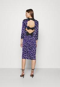Who What Wear - TRIPLE BOW DRESS - Denní šaty - navy - 2