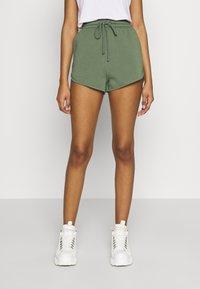 Topshop - 90S RUNNER - Shorts - khaki - 0