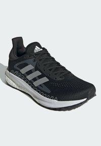 adidas Performance - TERREX AX3 GORE-TEX MID - Chaussures de running neutres - black - 2