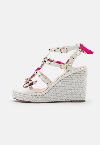 SERENA  - Korkeakorkoiset sandaalit - white