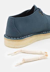 Clarks Originals - DESERT TREK - Casual lace-ups - blue - 5