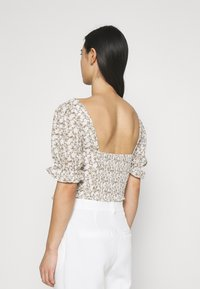 Glamorous - RUCHED BLOUSES WITH FRONT TIE DETAILS - Blusa - white - 2