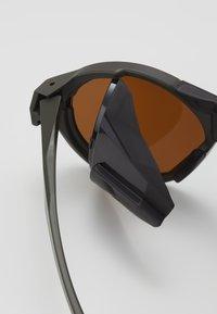 Oakley - CLIFDEN - Aurinkolasit - olive - 2