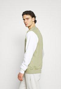 Nike Sportswear - CREW - Sweatshirt - medium khaki - 4