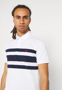 Polo Ralph Lauren Golf - SHORT SLEEVE - Print T-shirt - white/french navy - 3