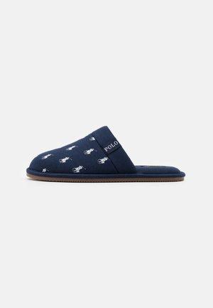 KOLLIN - Domácí obuv - navy/white