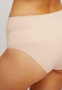 Spanx - EVERYDAY BRIEF - Stahovací prádlo - soft nude - 4
