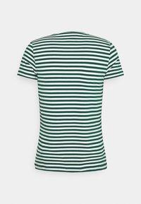Tommy Hilfiger - STRETCH V NECK TEE - T-shirt - bas - rural green/ivory - 7