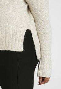 New Look Curves - FUNNEL NECK SIDE SPLIT JUMPER - Neule - oatmeal - 5
