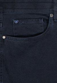 Brühl - MIT SPEZIAL-SCHMIRGEL - Slim fit jeans - marine - 4