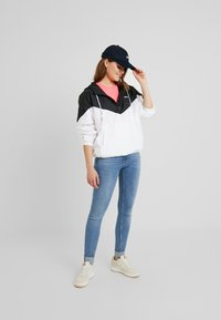 Levi's® - KIMORA JACKET - Windbreaker - meteorite/bright white - 1