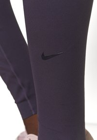 Nike Performance - ONE LUXE - Trikoot - dark raisin - 4