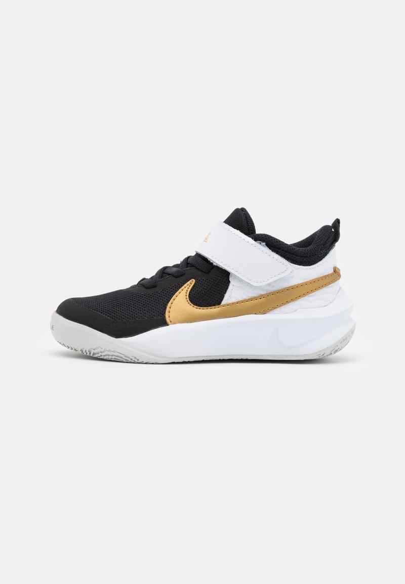 Nike Performance - TEAM HUSTLE D 10 UNISEX - Scarpe da basket - black/metallic gold/white/photon dust
