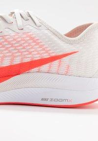 Nike Performance - ZOOM PEGASUS TURBO 2 - Neutral running shoes - platinum tint/laser crimson/white/light smoke grey - 5